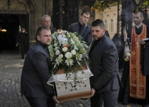 Funeral por la periodista búlgara Viktoria Marinova, asesinada el pasado sábado en Ruse. (AP Photo/Vadim Ghirda)