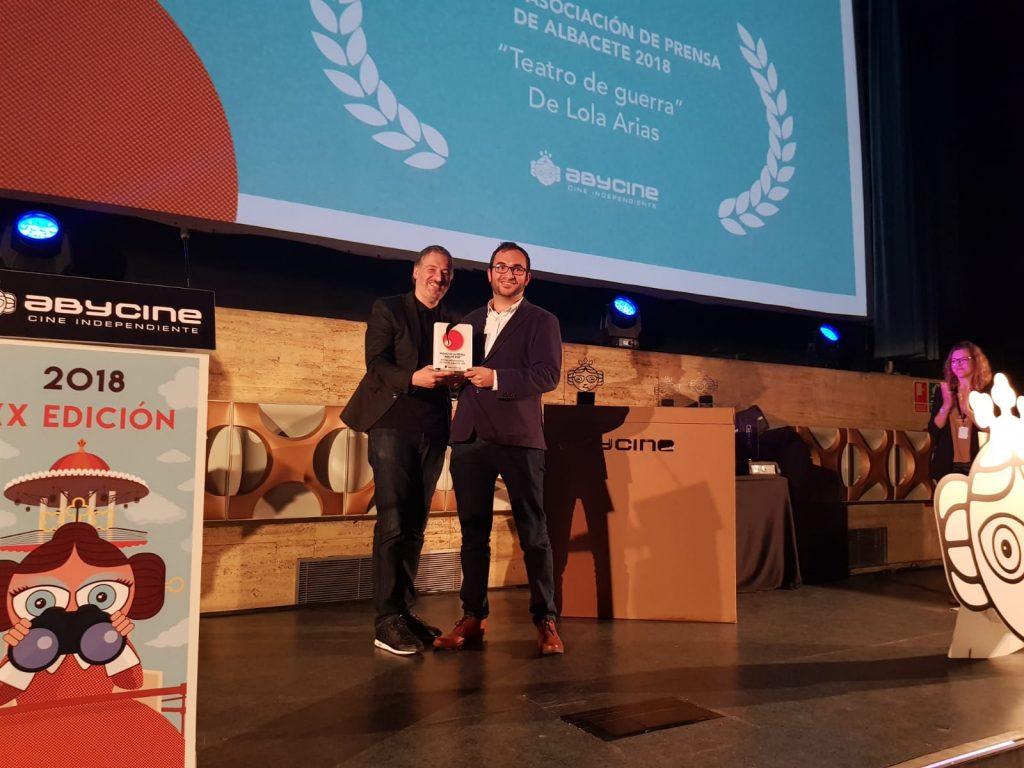 Javier Escudero hizo entrega del Premio de la Prensa del Festival Internacional de Cine de Albacete