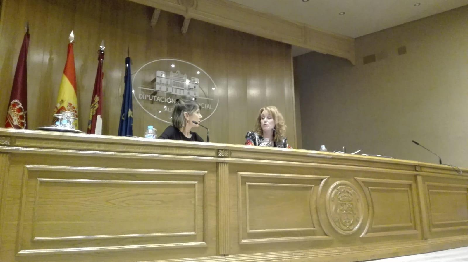Gloria Lomana, con su ponencia 'Mujeres y poder en los medios de comunicación