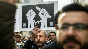 Desde 1995 un total de 348 periodistas están en prisión - Ozam Kose/ AFP