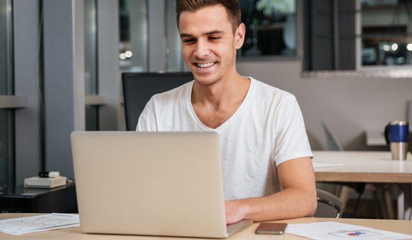 Becas para miembros de la FAPE en el Máster Internacional en Comunicación Digital (100% online) de la Universidad de Cantabria