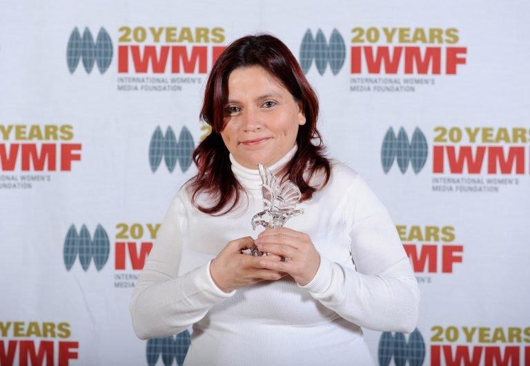 Claudia Duque. Reportera investigadora veterana de Colombia que ha sufrido secuestros, vigilancia ilegal, tortura psicológica y exilio, como resultado de su trabajo.