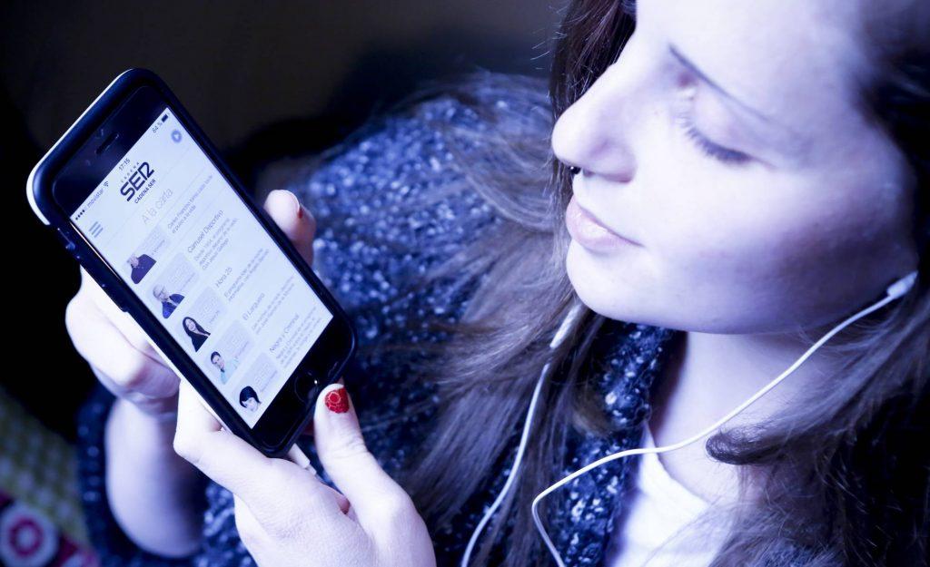 Un 30% escucha la radio en diferido o en podcast. En 2017 era un 20%, según un estudio de la AIMC