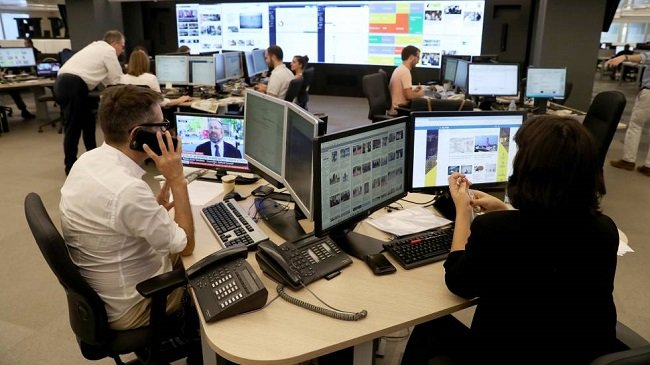 El País arrancará su modelo 'poroso' con una base de un millón de usuarios registrados