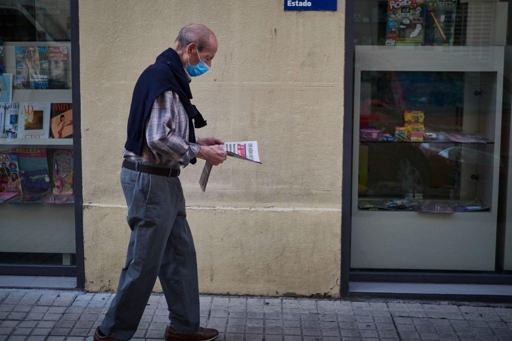 La OMS asegura que el papel de los periódicos no transmite el coronavirus