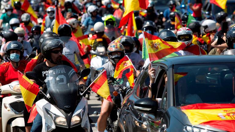 RTVE y 'La Razón' denuncian ataques a sus periodistas cuando cubrían la protesta de Vox en Madrid