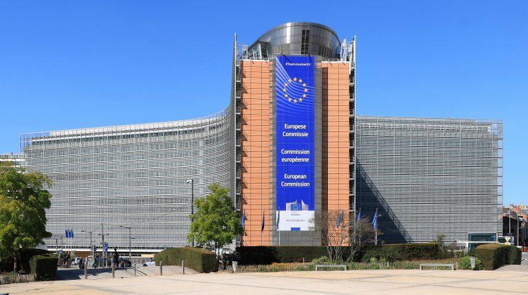 Bruselas lanza un plan de acción para apoyar a los medios de comunicación
