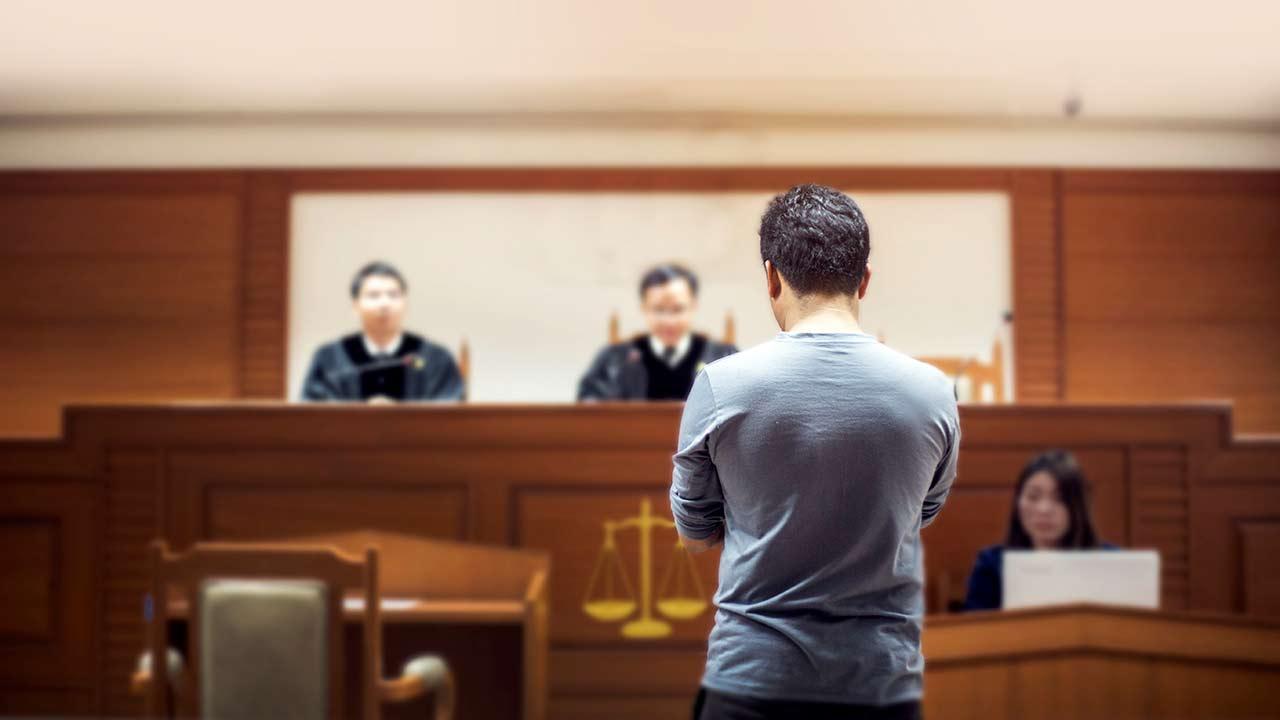 La CE reforzará la protección de los periodistas frente a litigios abusivos